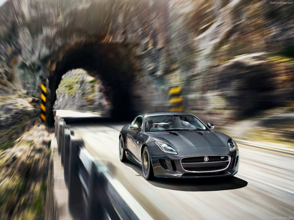Jaguar F-Type R 2015